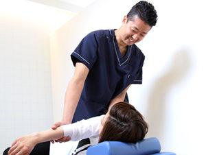 鳴尾ぴっと骨盤整体院 腕の可動域の検査